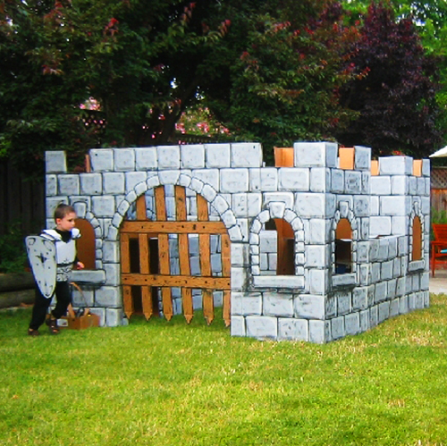 This DIY castle was made out of cardboard! Here's how....