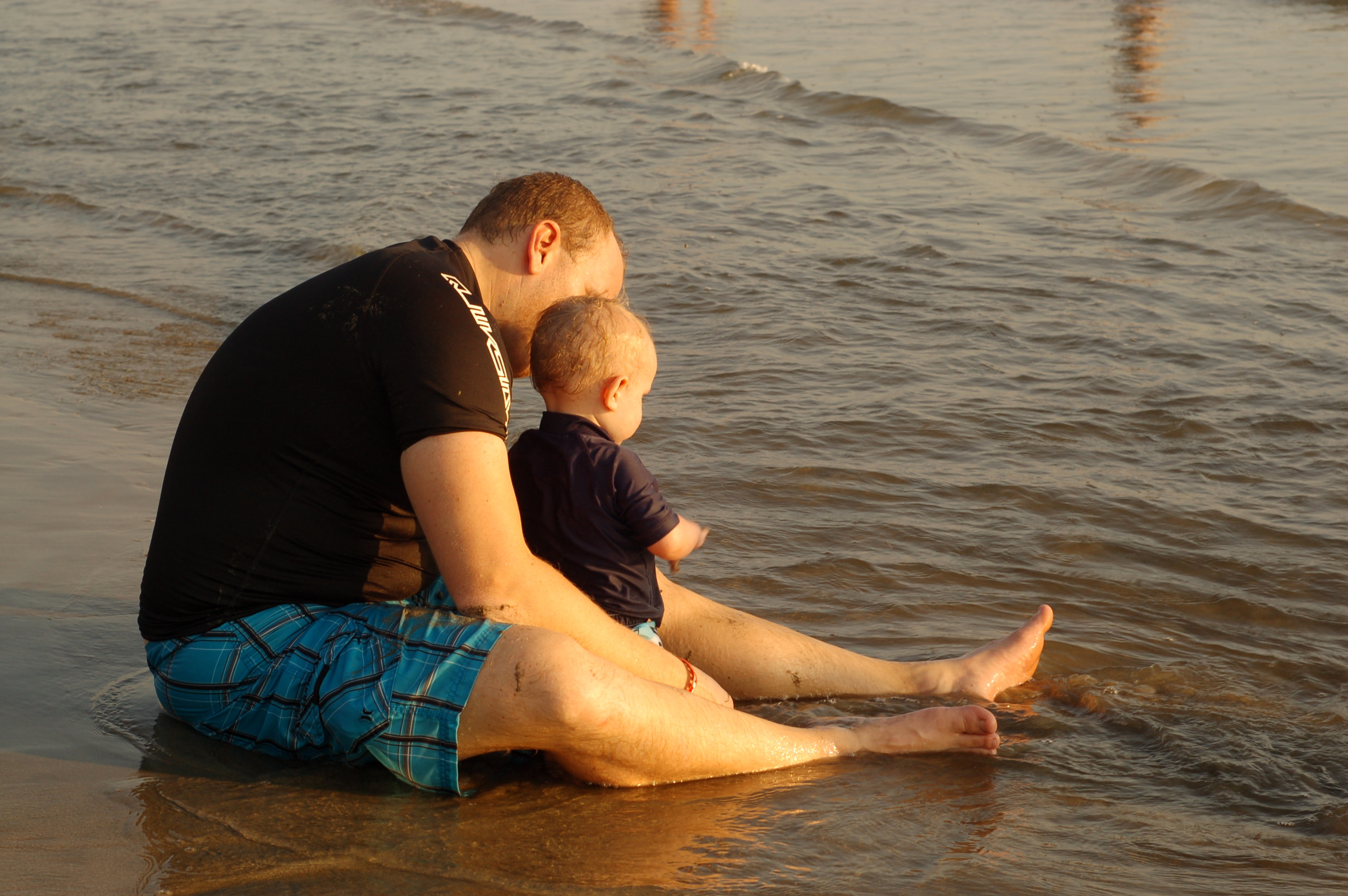 10 tips for family travel on mommygoesgreen.com